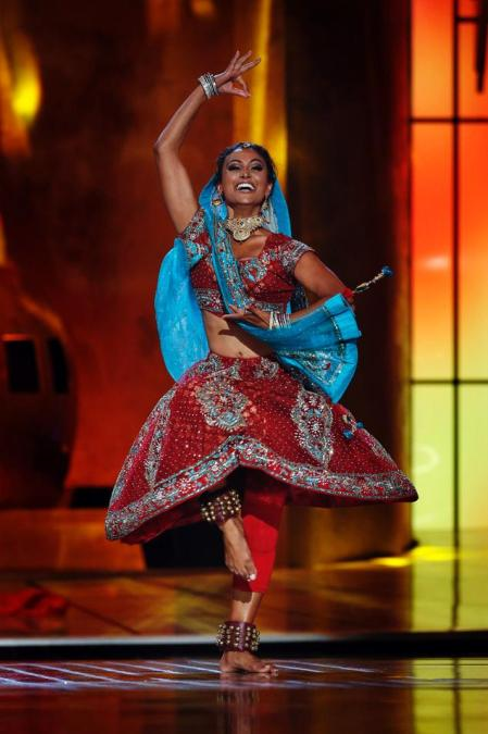 Nina Davuluri doing her Bollywood routine. Photo by Reuters's Lucas Jackson, from here.
