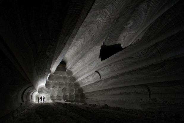Sylvinite mine, by Viktor Lyagushkin